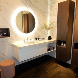 "mueble baño madera y neolith • <a style=""font-size:0.8em;"" href=""http://www.flickr.com/photos/69591030@N06/43349610780/"" target=""_blank"">View on Flickr</a>"