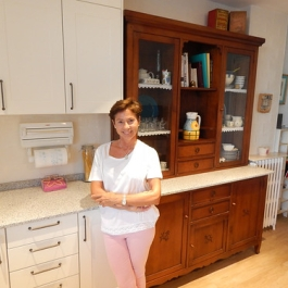 "Marta en su cocina • <a style=""font-size:0.8em;"" href=""http://www.flickr.com/photos/69591030@N06/48854577303/"" target=""_blank"">View on Flickr</a>"