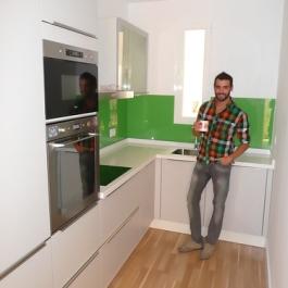 "Josu en su nueva cocina • <a style=""font-size:0.8em;"" href=""http://www.flickr.com/photos/69591030@N06/6407774811/"" target=""_blank"">View on Flickr</a>"