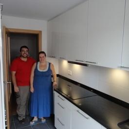 "Cristina y Javier en su cocina • <a style=""font-size:0.8em;"" href=""http://www.flickr.com/photos/69591030@N06/7993196438/"" target=""_blank"">View on Flickr</a>"