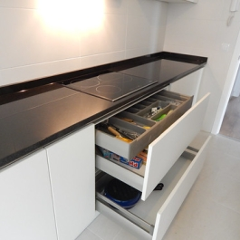 "cajón interior para cubiertos • <a style=""font-size:0.8em;"" href=""http://www.flickr.com/photos/69591030@N06/17125183265/"" target=""_blank"">View on Flickr</a>"