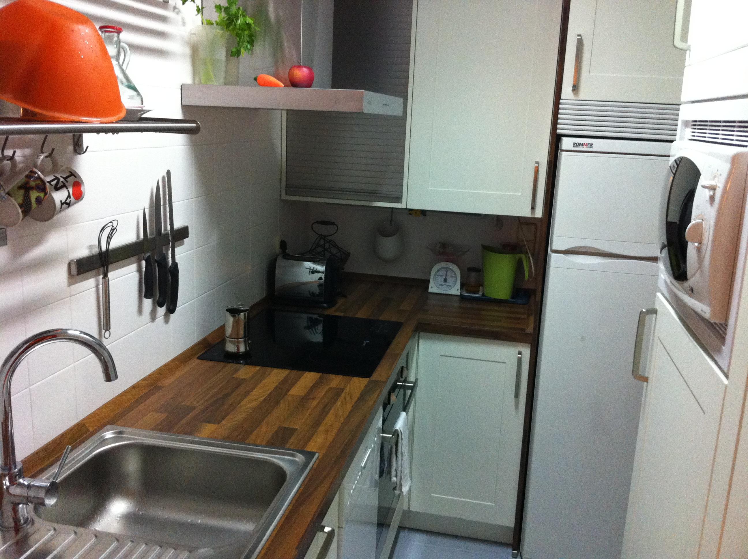 Una cocina completa en 4 metros cuadrados for Cocinas lineales de cuatro metros