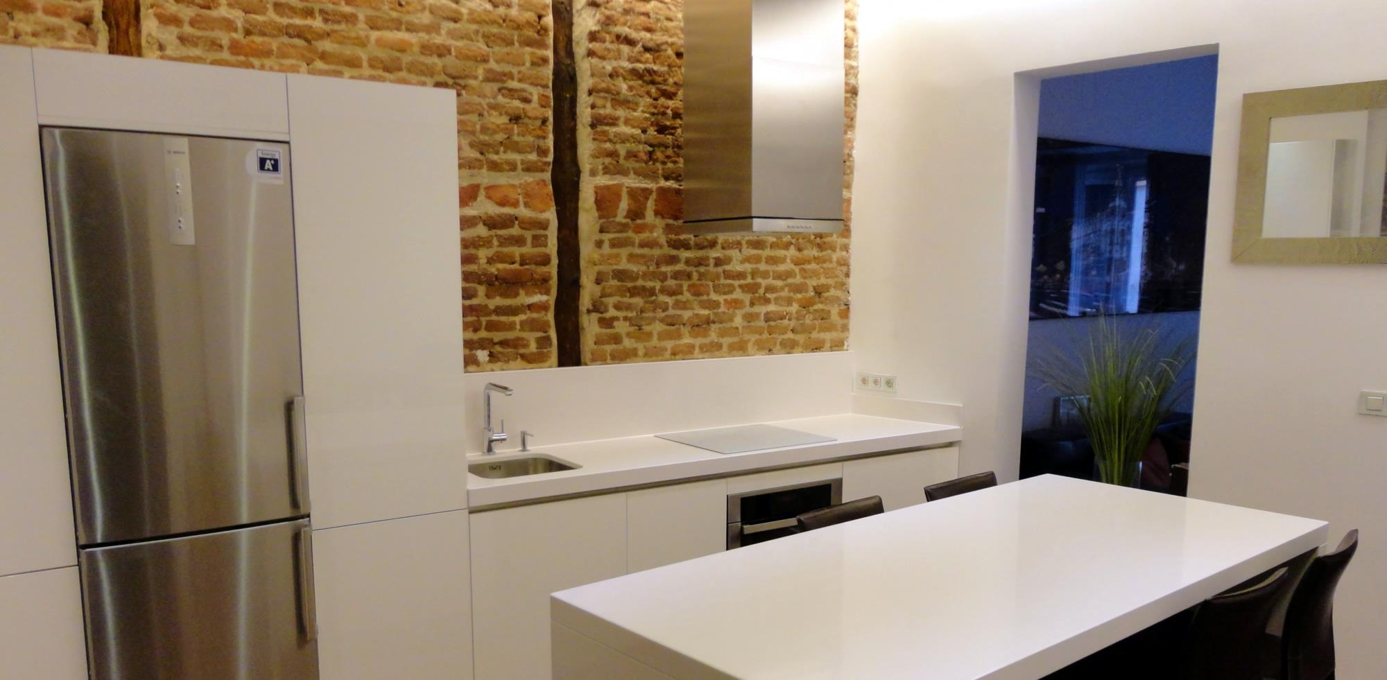 Muebles de cocina de dise o en blanco brillante - Muebles de cocina blanco ...