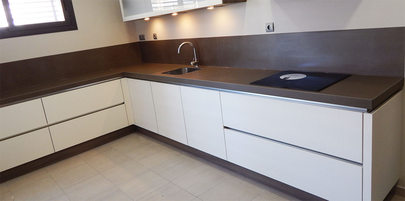 Muebles de cocina modelo hit con gola for Modelos de muebles de cocina modernos