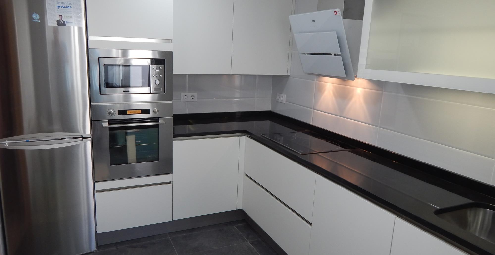 Muebles de cocina especialistas en dise o sin tiradores for Diseno muebles para cocina
