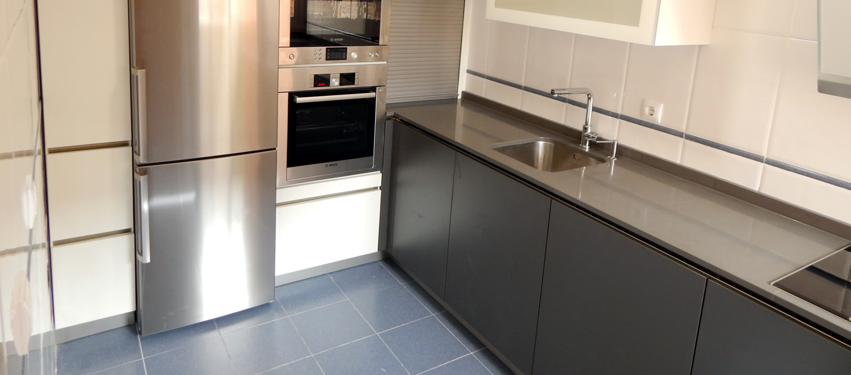 Muebles de cocina modelo 1080 con gola de acero for Muebles de cocina xey modelo capri