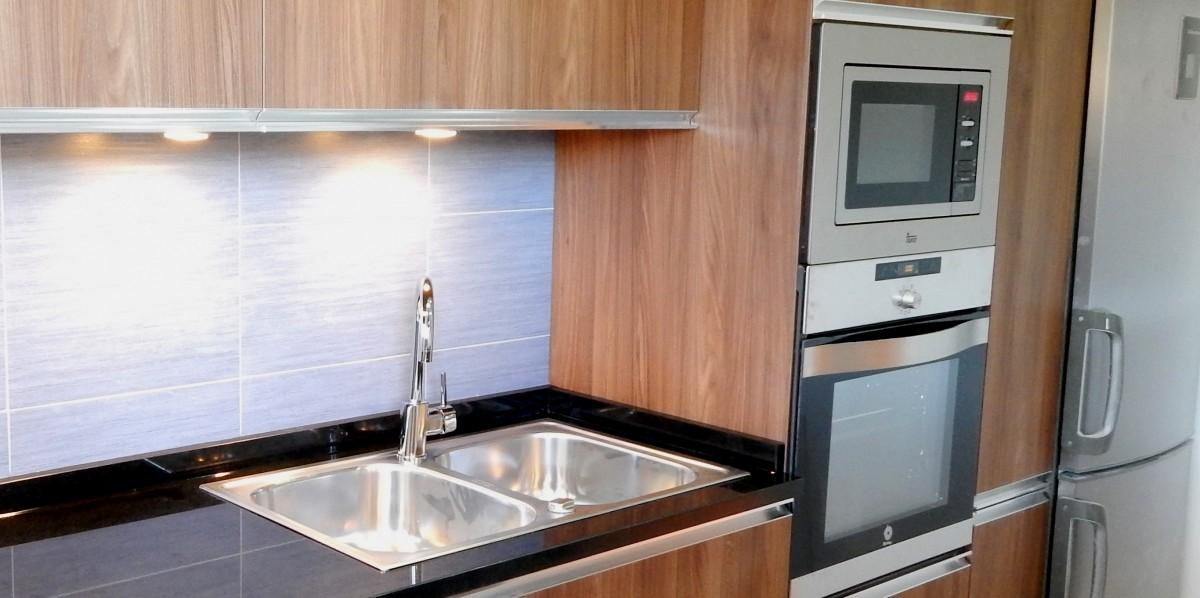 Muebles de cocina en madera - Cocinas color nogal ...