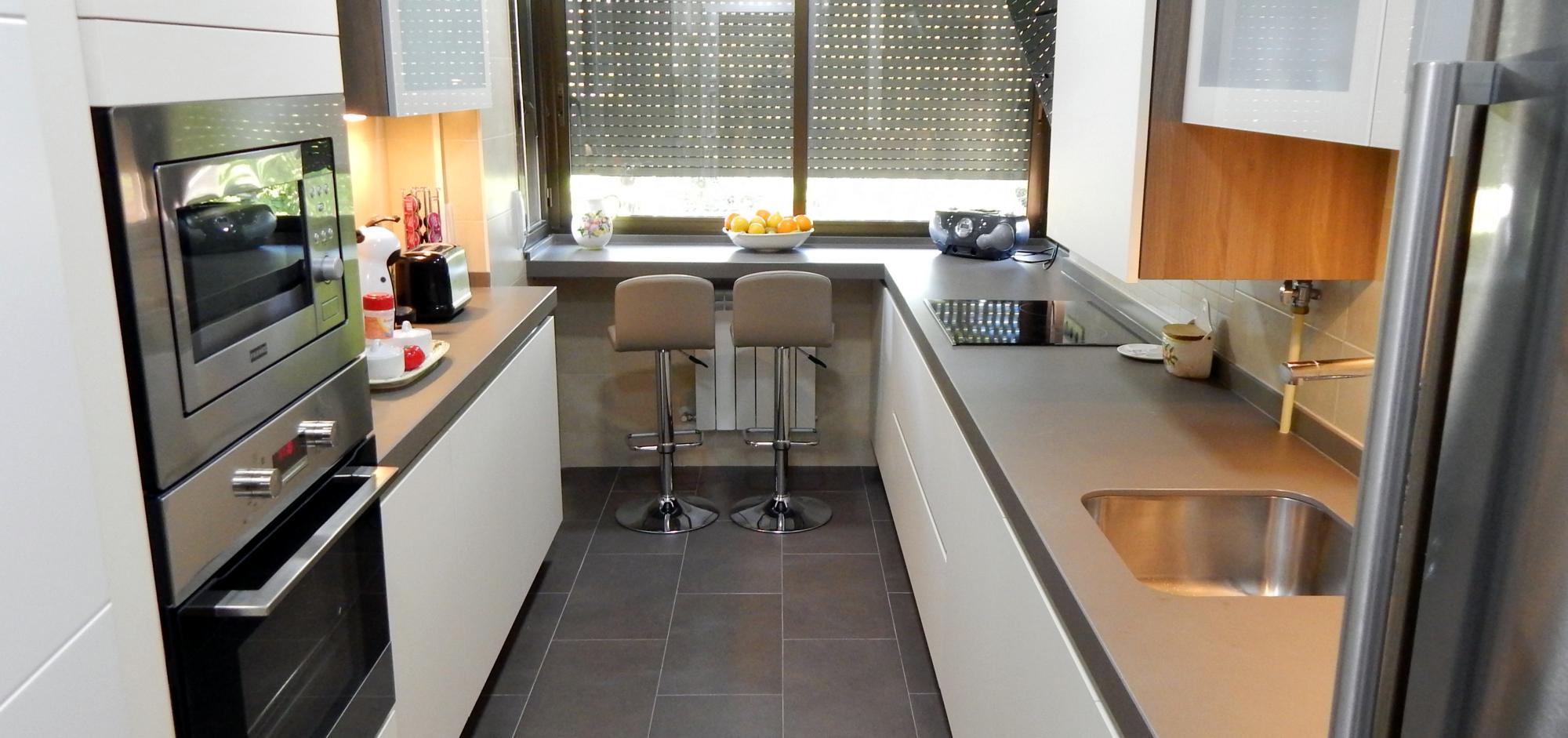 Muebles de cocina blancos sin tiradores - Tiradores y pomos para muebles ...
