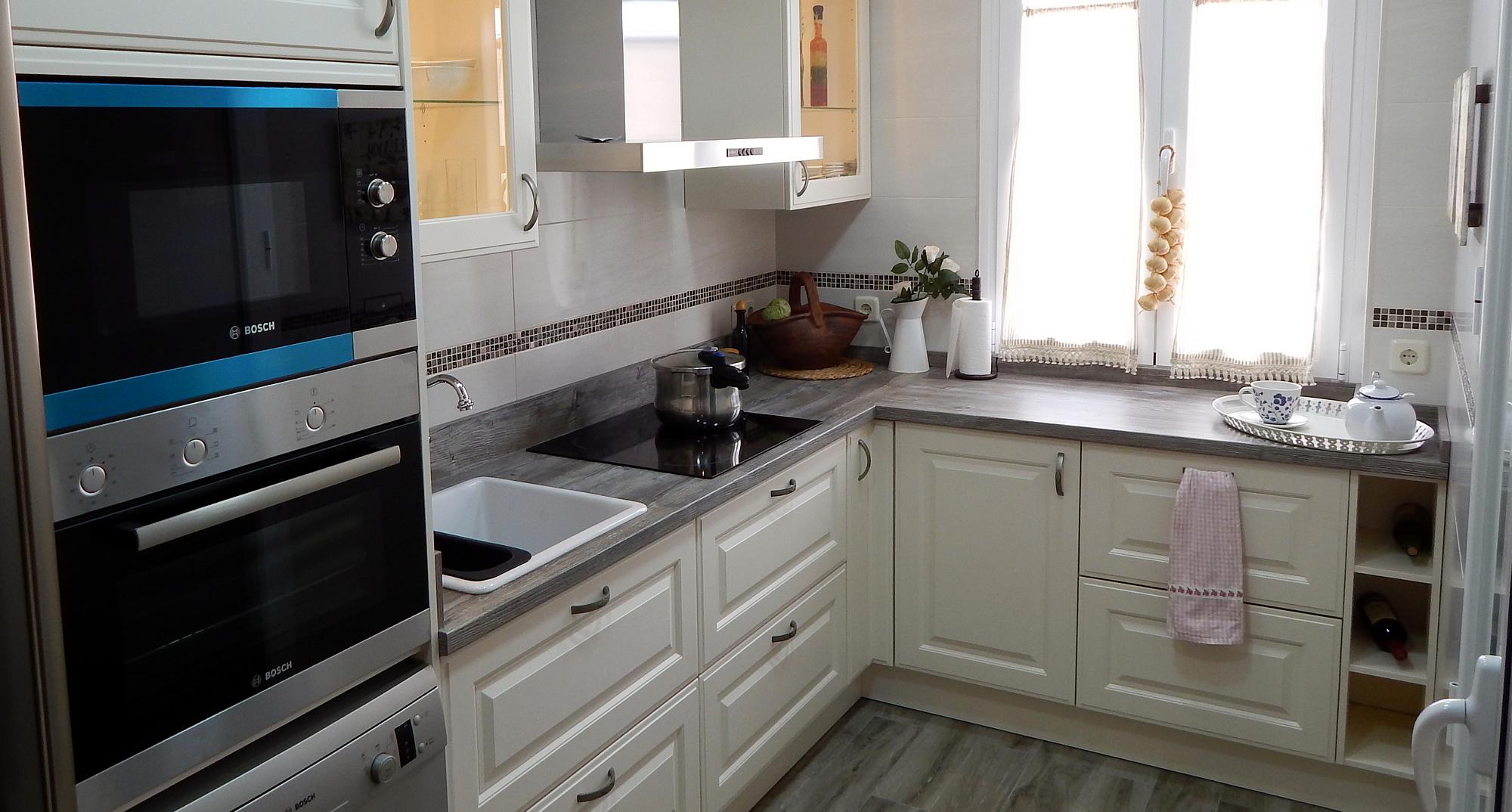 Muebles de cocina dise o cl sico for Simulador de muebles de cocina