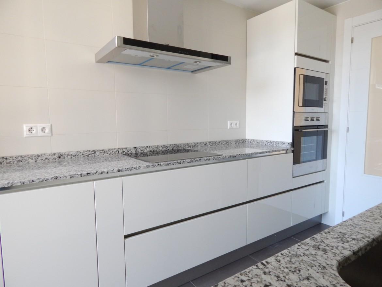 Muebles de cocina modelo lasser brillo con gola - Muebles cocina 2015 ...