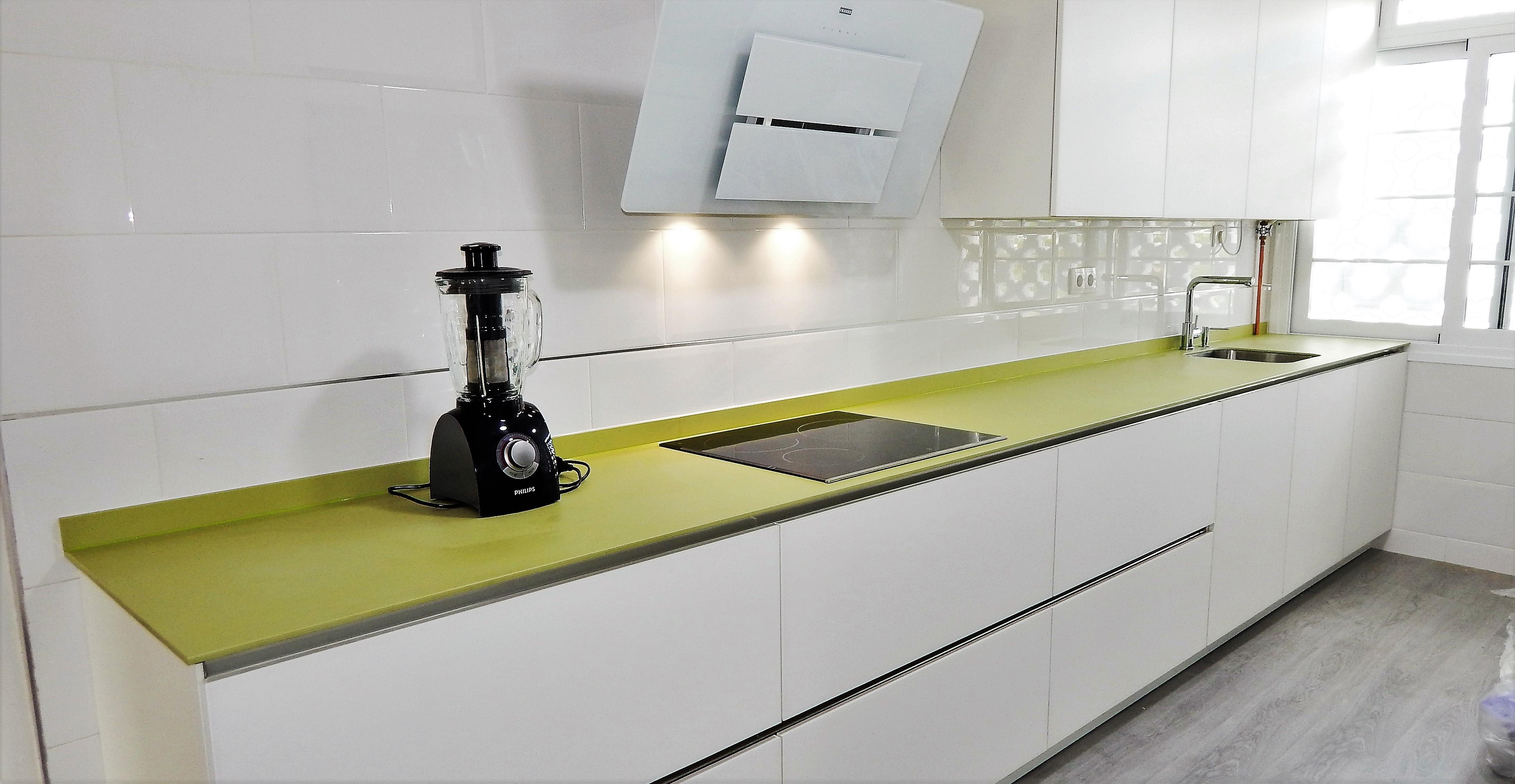 Muebles de cocina cristal mate blanco for Muebles de cristal