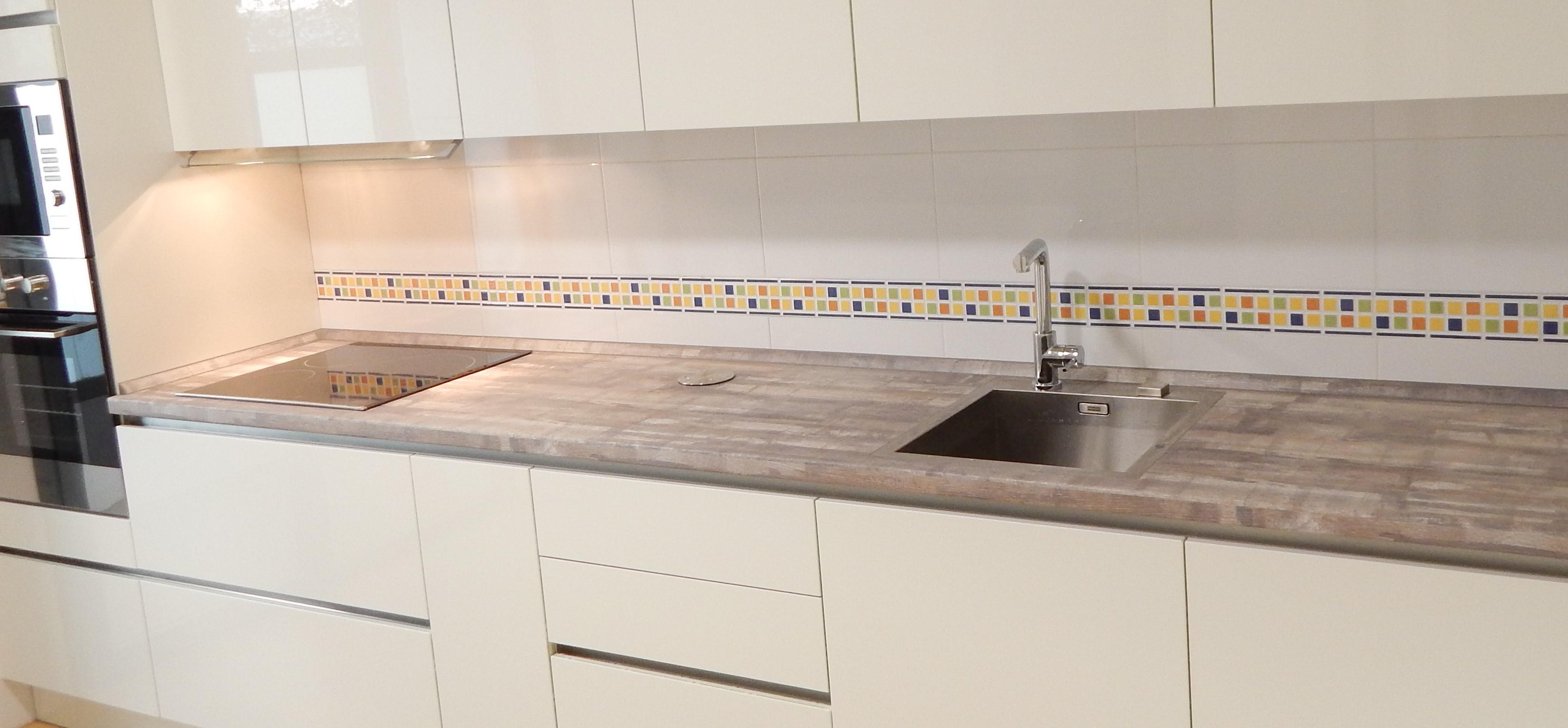 Muebles de cocina blanco y pino vintage - cocinasalemanas.com