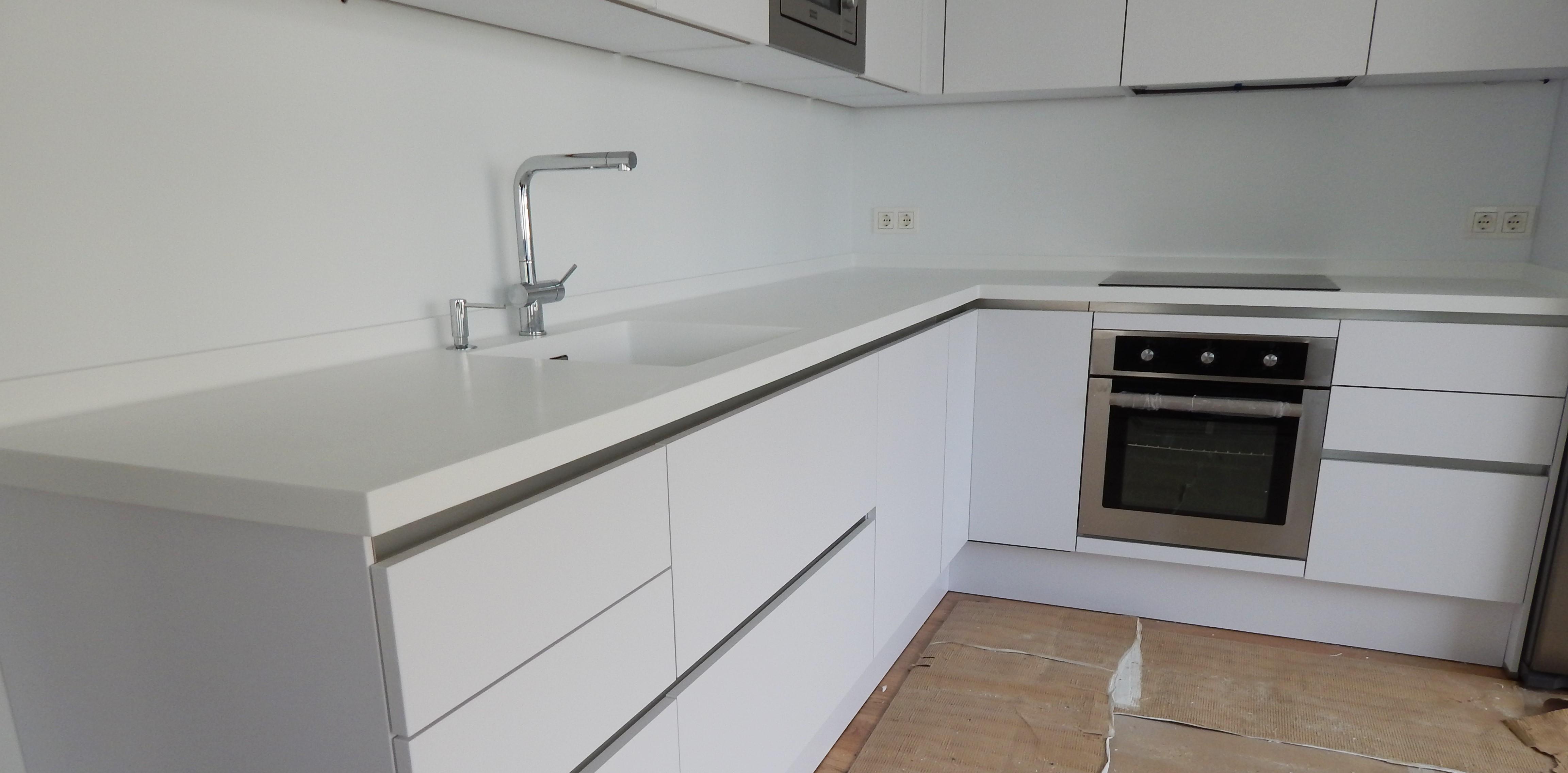 Blanco polar acabado mate for Acabados de muebles de cocina