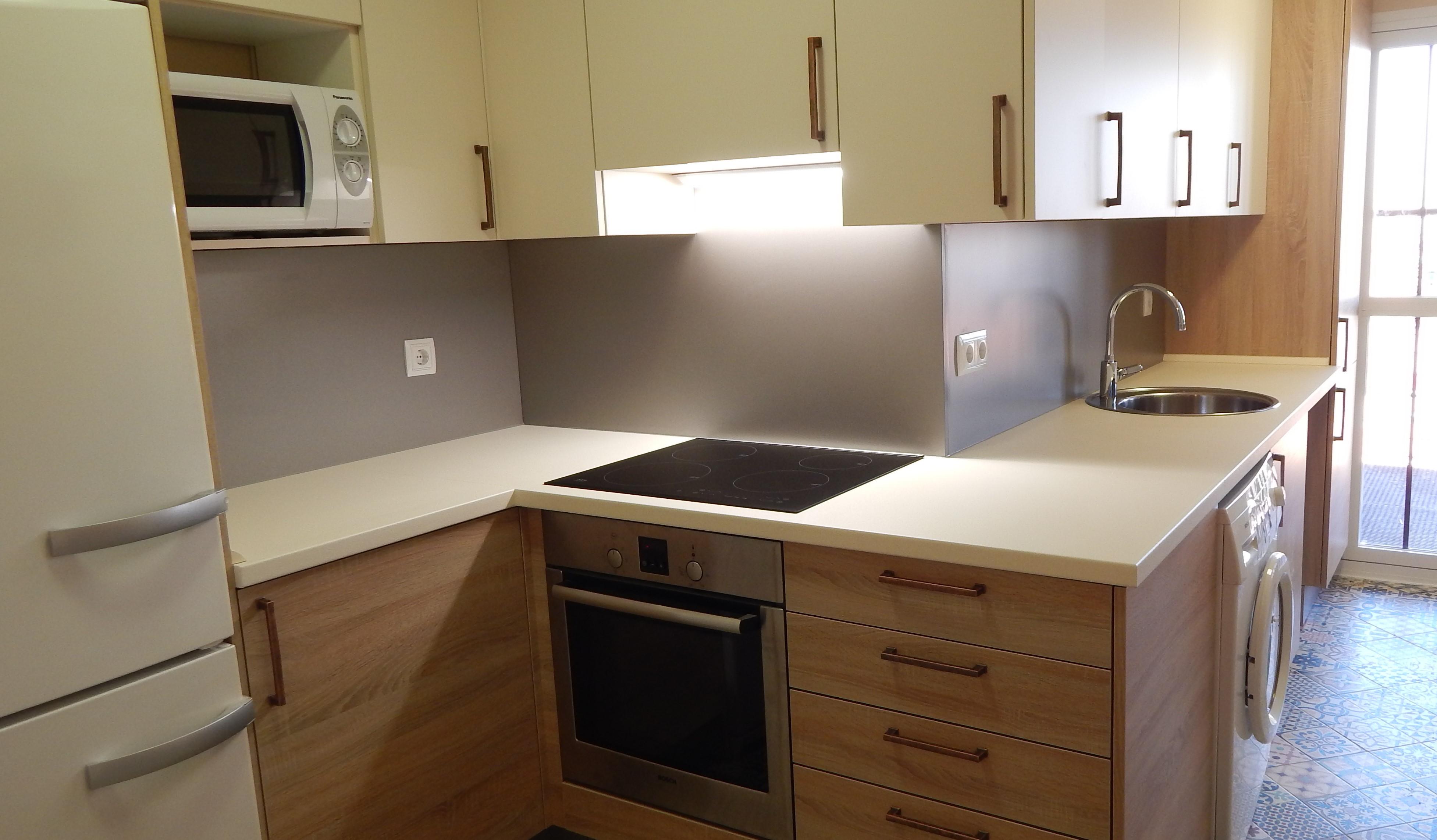 Muebles de cocina en magnolia y roble for Muebles de roble