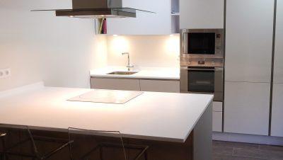 muebles de cocina en cachemir y blanco