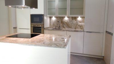 muebles de cocina con frentes de cristal