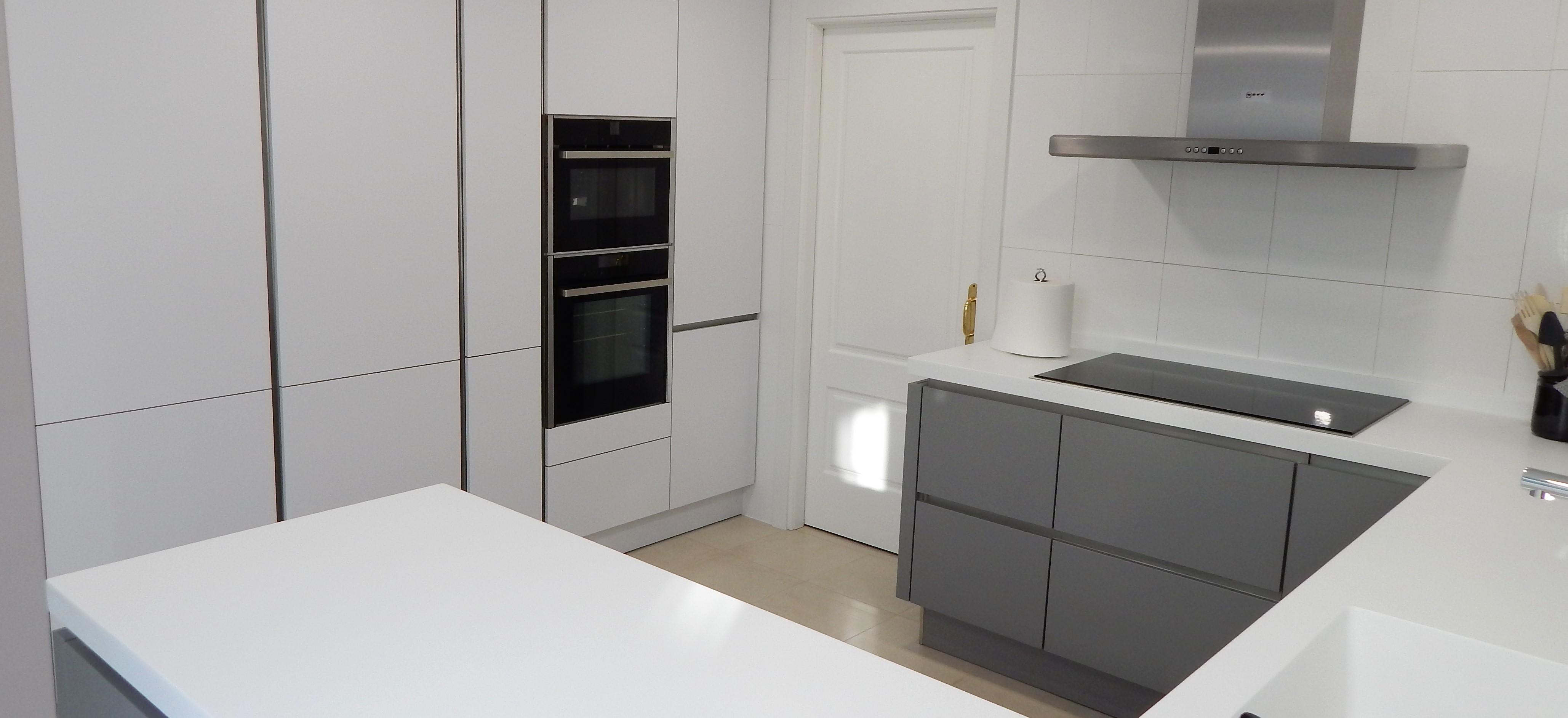 Muebles de cocina laser gris perla y blanco for Muebles blancos y grises